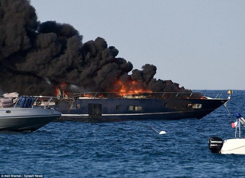 В акватории Сен-Тропе сгорела 20-метрова яхта
